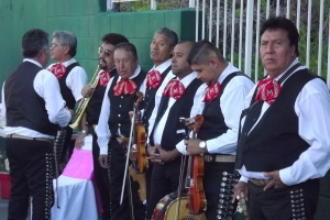 Mariachis waiting in the shade