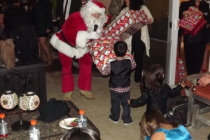 Santa hands out gifts to kids in Yorba Linda